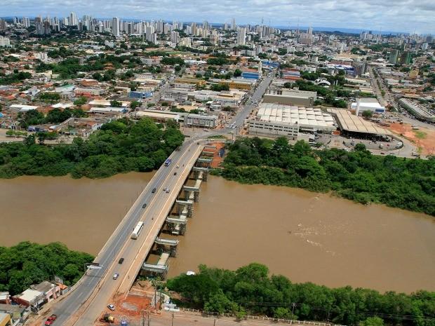 Estrutura de ponte está sendo reforçada e ampliada para receber o VLT. (Foto: Edson Rodrigues / Secopa)