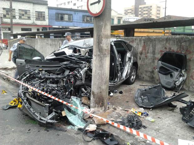 Carro ficou totalmente destruído após o acidente (Foto: Anderson Silva/Arquivo Pessoal)