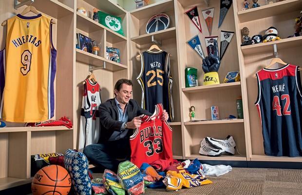 Carreira;Esporte;NBA;Expansão;Arnon vai aproveitar a Olimpíada para abrir, no Rio, a primeira loja física da NBA na América Latina. O plano é montar outras dez até 2020   (Foto: Leonardo Wen)