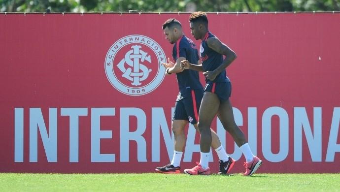 Vitinho e Ceará correm juntos no CT do parque Gigante  (Foto: Ricardo Duarte / Inter, DVG)