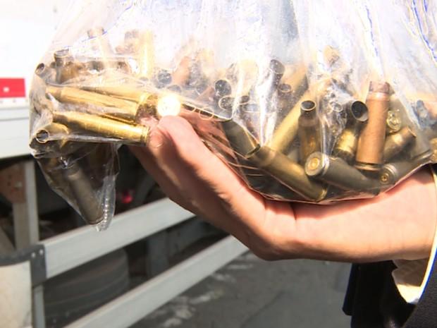 Projéteis recolhidos no entorno da empresa Protege, em Campinas (Foto: Reprodução / EPTV)