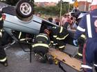 Motorista perde controle do carro e capota em avenida de Sorocaba
