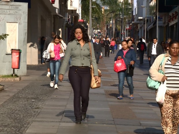 Das 200 entrevistadas em Campinas (SP), 42% largariam o trabalho para se dedicar aos filhos  (Foto: Reprodução / EPTV)