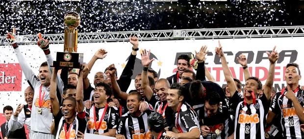 Atlético-MG campeão da Recopa taça (Foto: AP)