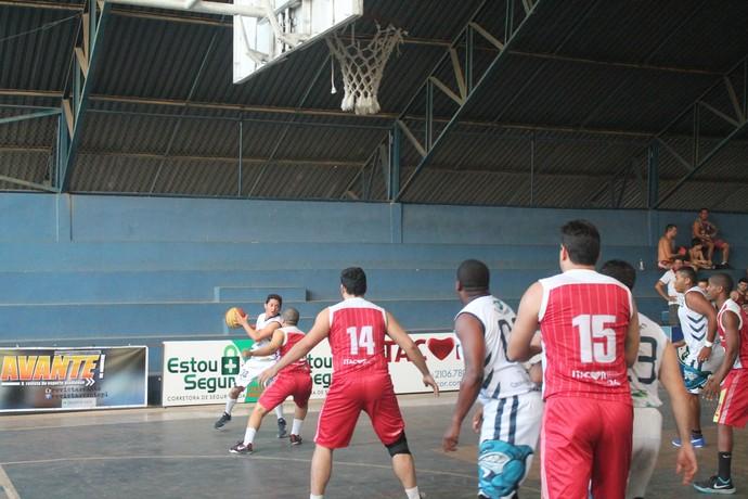 Itacor x Parnaíba - Piauiense de basquete 2015 (Foto: Ramiro Pena/FPB)