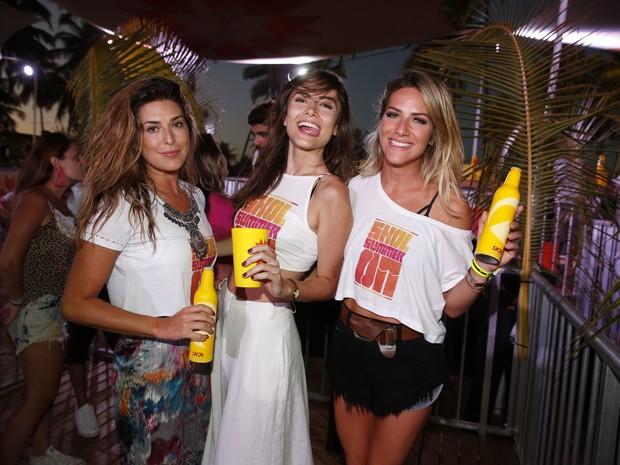 Fernanda Paes Leme, Maria Casadevall e Giovanna Ewbank em festa em festa em Porto de Galinhas, Pernambuco (Foto: Felipe Panfili/ Ag. News)