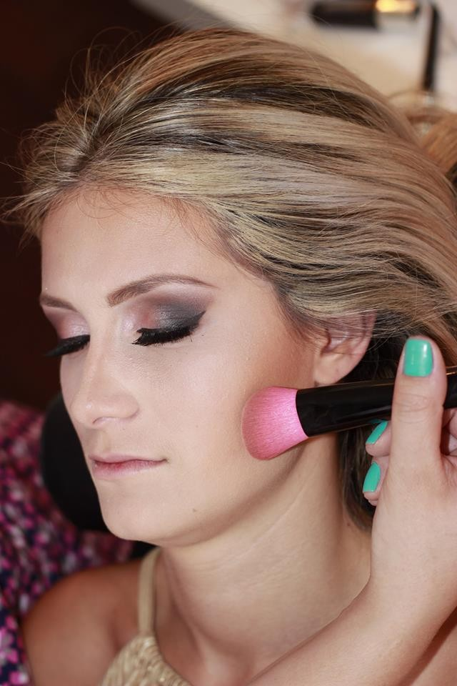 Confira passo a passo dica de maquiagem para arrasar na balada
