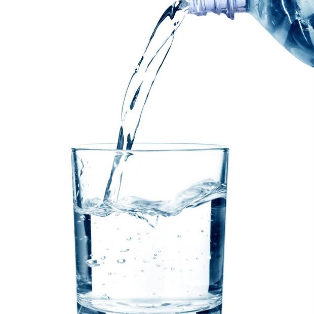 Por que voc deveria beber gua assim que acorda poca - Agua para beber ...