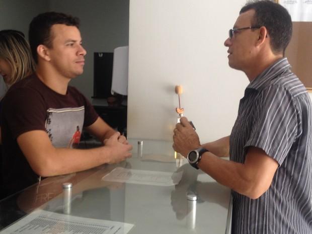 O vendedor José Costa não encontrou o remédio que buscava (Foto: Paula Monteiro/G1)