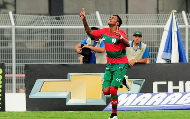 Diego gol Portuguesa x Ponte Preta (Foto: Rodrigo Villalba / Ag. Estado)
