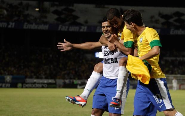 Hulk, Lucas e Oscar gol Brasil (Foto: AP)