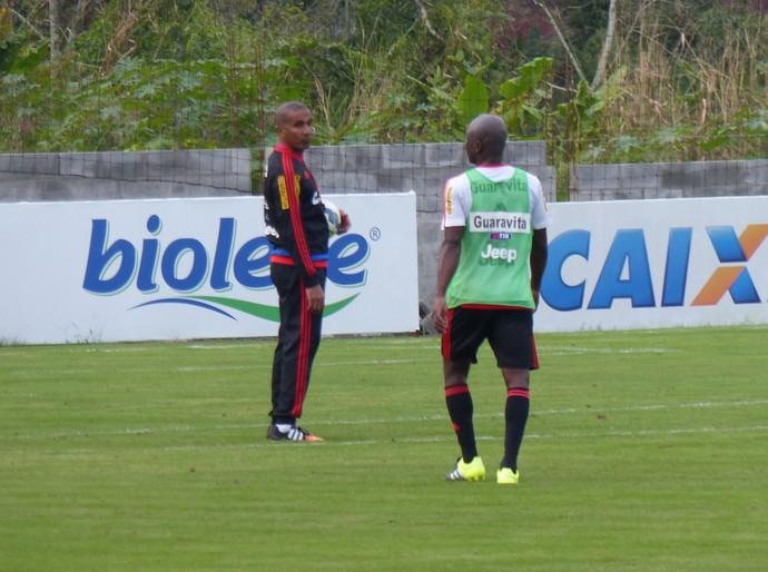 Cristóvão Borges comanda treino na tarde desta segunda no Fla (Foto: Fred Gomes)