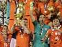Chile é bicampeão ao derrotar de novo a Argentina na final (Julio Cortez/AP)