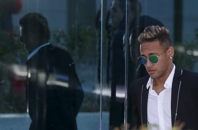 Neymar deixa tribunal Espanha (Foto: REUTERS/Sergio Perez)