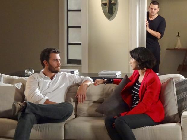 Fernando ouve conversa entre Rodrigo e Miriam (Foto: Amor Eterno Amor / TV Globo)