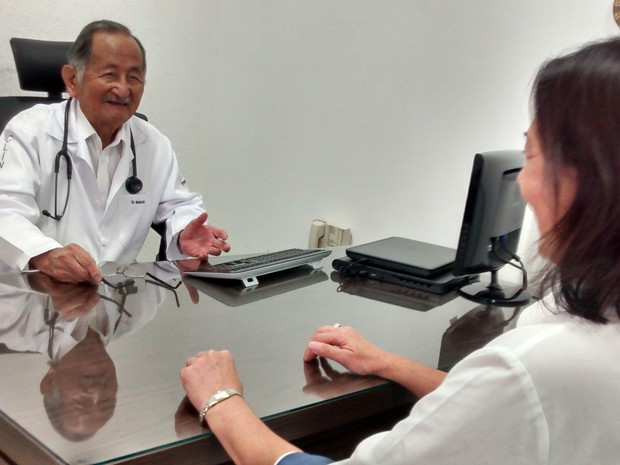 Médico Nobolo Mori, aos 92 anos, ainda trabalha todos os dias da semana (Foto: Jamile Santana/G1)
