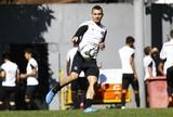 Com novidades e sem Uvini, Oswaldo relaciona 22 para encarar Atlético-PR