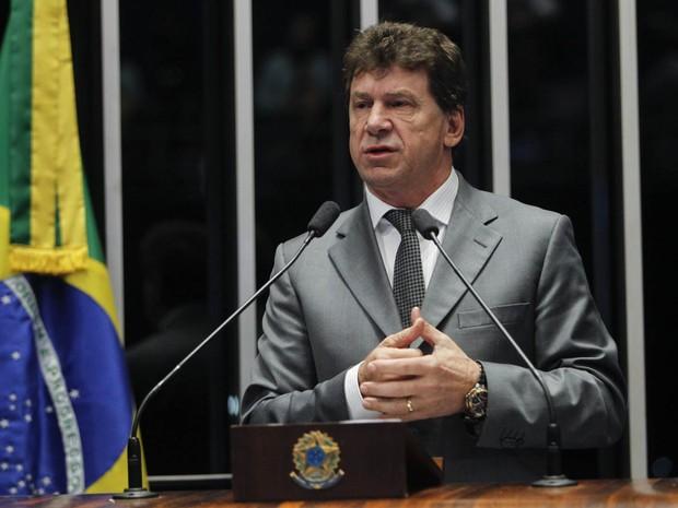O senador Ivo Cassol (PP-RO) discursa na sessão da votação do processo de impeachment da presidente Dilma no Senado, em Brasília (Foto: Beto Barata/Agência Senado)