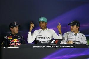 Sebastian Vettel, Lewis Hamilton e Nico Rosberg na coletiva de imprensa após o treino classificatório para o GP da Malásia (Foto: Reuters)