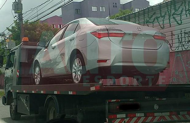 Toyota Corolla reestilizado já é vendido no Brasil (Foto: Reprodução / Oliver Raposo)