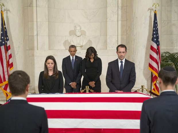 O presidente Barack Obama e a primeira-dama Michelle Obama no funeral do juiz da Suprema Corte Antonin Scalia (Foto: AP Photo/Pablo Martinez Monsivais)