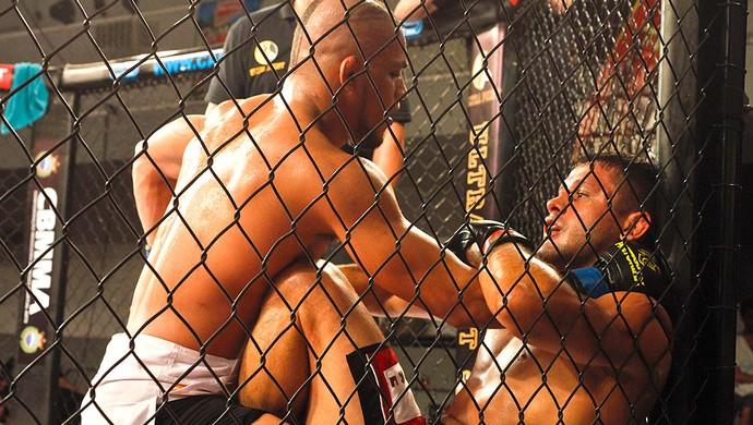Toninho Fúria luta Adrezinho Nogueira Bitetti Combat (Foto: Luiz Guilherme Fernandes / Divulgação)