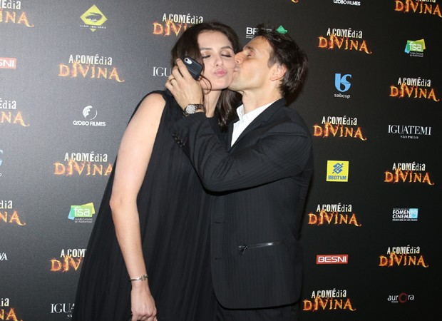 Monica Iozzi ganha beijinho carinhoso de Murilo Rosa (Foto: Thiago Duran/AgNews)