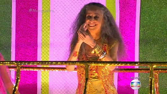 Mangueira celebra Bethânia com luxo e muitos artistas