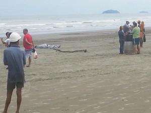 Corpo de surfista foi encontrado pelo Corpo de Bombeiros de Peruíbe (Foto: Vinicius Vanucci / Prefeitura de Peruíbe)