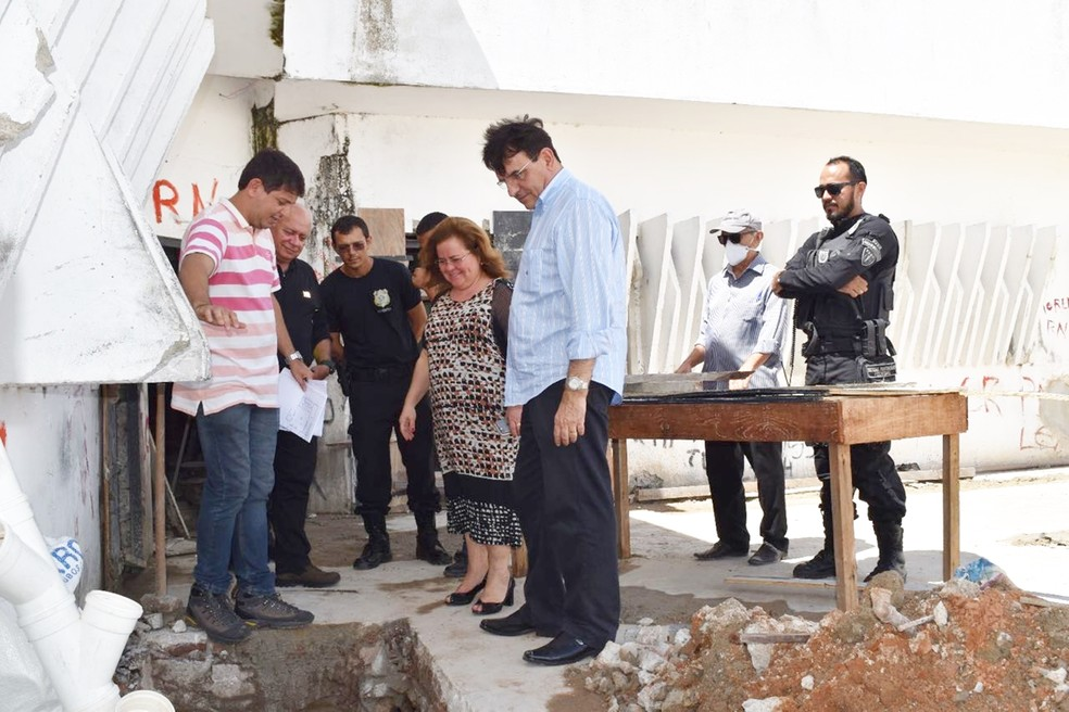 Secretária-chefe do Gabinete Civil do governo do RN, Tatiana mendes Cunha esteve em Alcaçuz visitando as obras de reforma da penitenciária (Foto: Divulgação/Governo do RN)