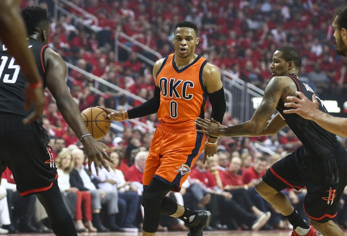 Russell Westbrook comanda o ataque do Thunder (Foto: Reuters)