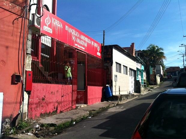 Corpo foi velado em igreja no bairro Armando Mendes, em Manaus (Foto: Suelen Gonçalves/G1 AM)