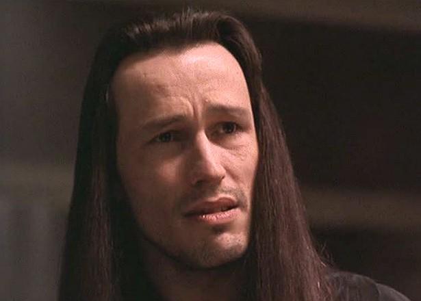 Como se sabe, Brandon Lee morreu por acidente nas filmagens de 'O Corvo' (1994). Foi o ator Michael Massee (foto) quem disparou a arma, que deveria ser falsa, contra o ator filho de Bruce Lee. Massee obviamente não foi culpado pelo que ocorreu, mas diz que até hoje tem pesadelos com o episódio. (Foto: Reprodução)
