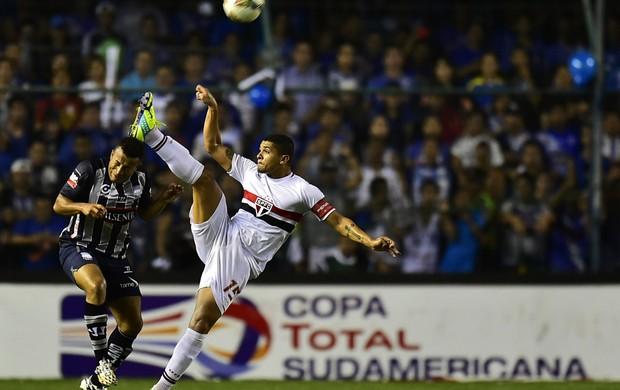 Enilson e Quinonez Emelec x São Paulo (Foto: AFP)