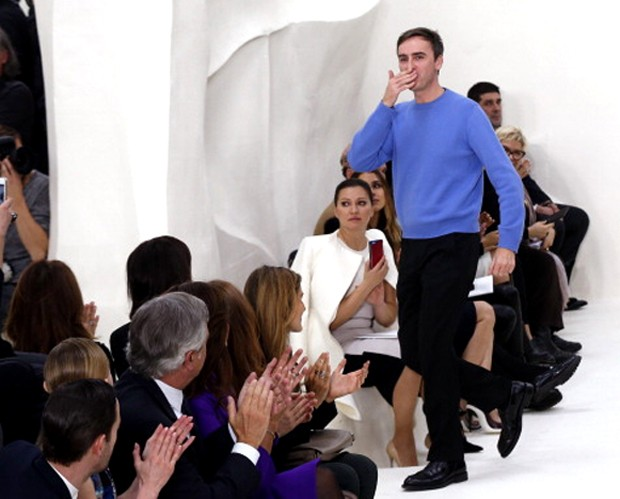Raf Simons no fim do desfile de alta-costura da Dior (Foto: Getty Images)