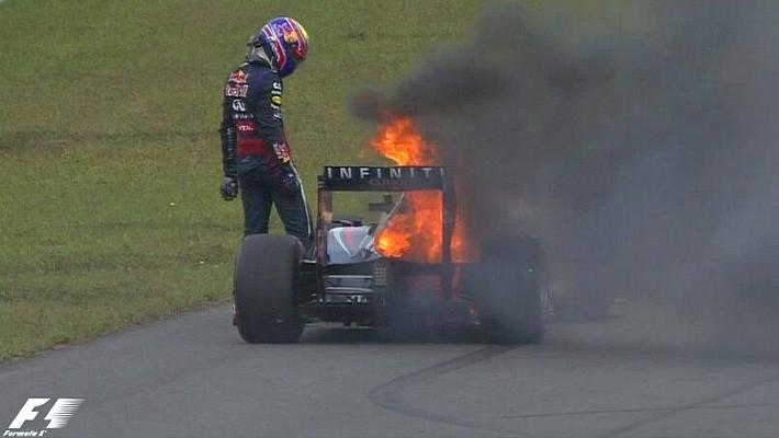 Incêndio no carro de Mark Webber na Coreia do Sul