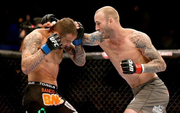 Luke Zachrich luta contra Guilherme Vasconcelos UFC 175 (Foto: Getty Images)