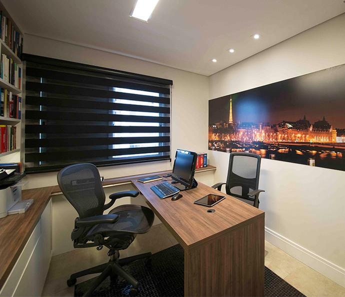 A foto noturna traz contraste para a parede clara e dá personalidade ao ambiente (Foto: Divulgação)