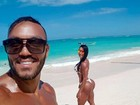 Gracyanne Barbosa posa com Belo e exibe 'bumbum na nuca'
