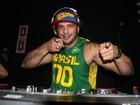 Ex-BBB Kléber Bambam se apresenta como DJ no Rio