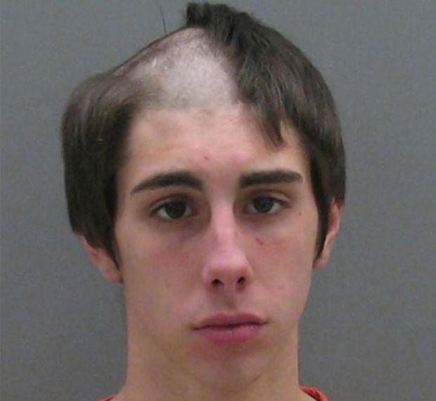 Codi James Antoniello tentou raspar o cabelo para disfarçar aparência (Foto: Ottawa County Sheriff's Office)