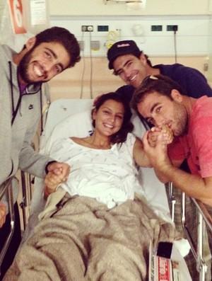 pedro scooby maya gabeira carlos burle gordo hospital surfe portugal (Foto: Reprodução Instagram)