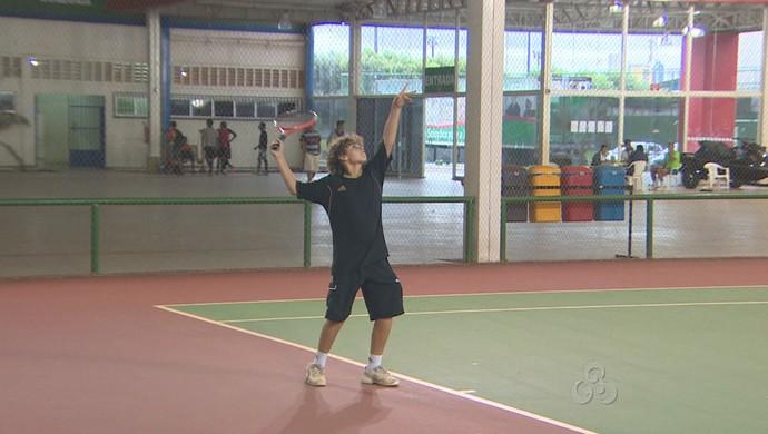 Arthur Lehman, destaque do Torneio de Tênis do Sesi (Foto: Reprodução/TV Rondônia)