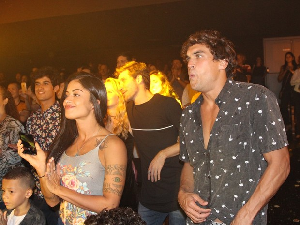 Aline Riscado e Felipe Roque em espetáculo na Zona Oeste do Rio (Foto: Rogerio Fidalgo/ Ag. News)