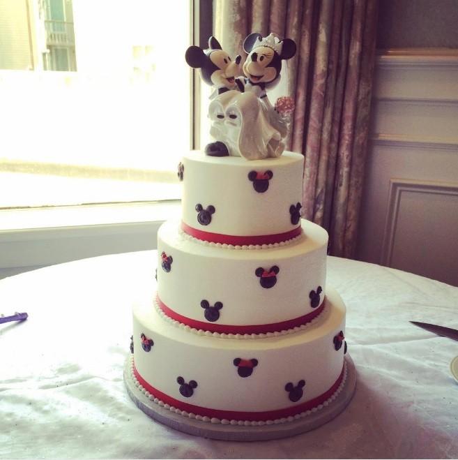 Minnie e Mickey foram o tema desse bolo compartilhado por 'mycakedelights' (Foto: Instagram)