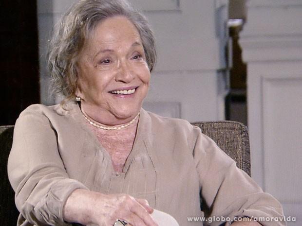 Bernarda reage da maneira mais natural possível (Foto: Amor à Vida/TV Globo)