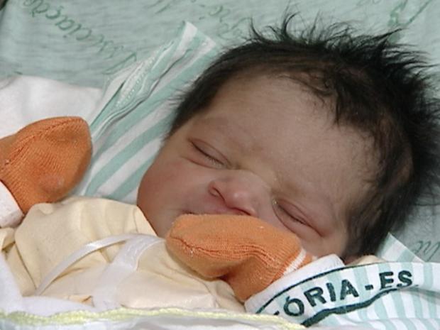 Stéfany nasceu saudável, pesando 2,6 kg e medindo 47 cm, no Espírito Santo (Foto: Reprodução/TV Gazeta)