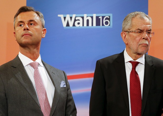 Norbert Hofer (esq) e Alexander Van der Bellen terão que disputar 2º turno novamente (Foto: Heinz-Peter Bader/Reuters)