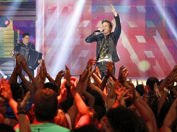 O agito foi grande e os fãs foram a loucura com Michel Teló (Foto: Fábio Rocha / Gshow)