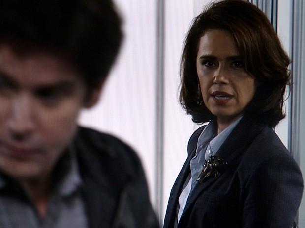 Sandra obriga Jonas a ouvir o que ela tem a dizer (Foto: Geração Brasil / TV Globo)